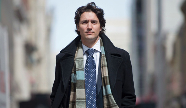 Justin Trudeau wearing a scarf!